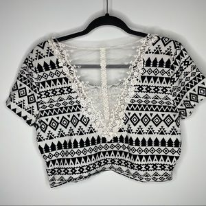 🎁4/20$🎁 boho crop top w/lace back